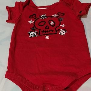 amy coe bodysuit - Size 12 mos - Red with skulls